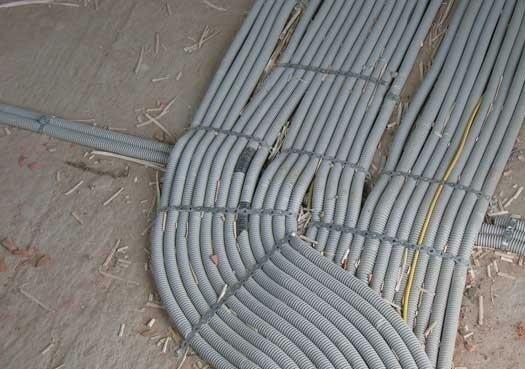 Чтобы осуществить замену электрической проводки на схеме проводку в квартире.