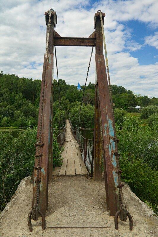 Подвесной мост через реку Пышма. Посёлок Курьи.