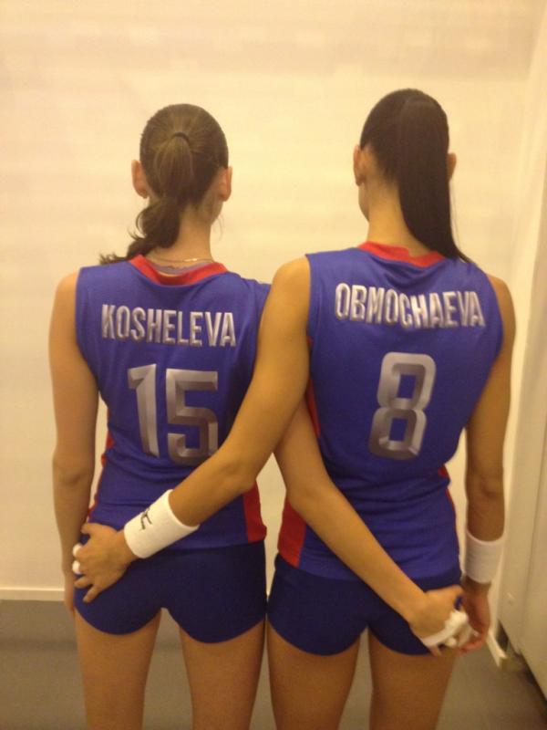 Игроки сборной России по волейболу Татьяна Кошелева и Наталья Обмочаева