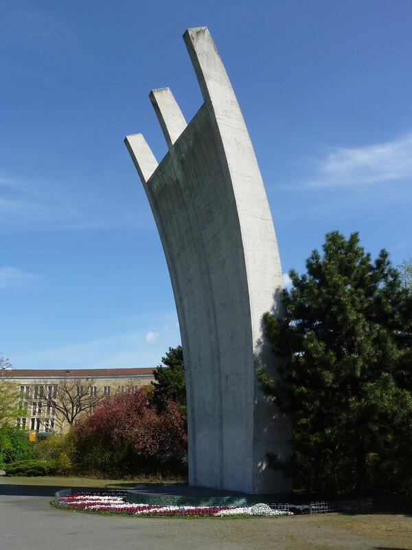 Памятник жертвам Воздушного Моста