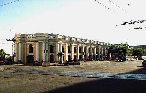 Малый гостиный двор в Петербурге выставят на торги 17 июня.