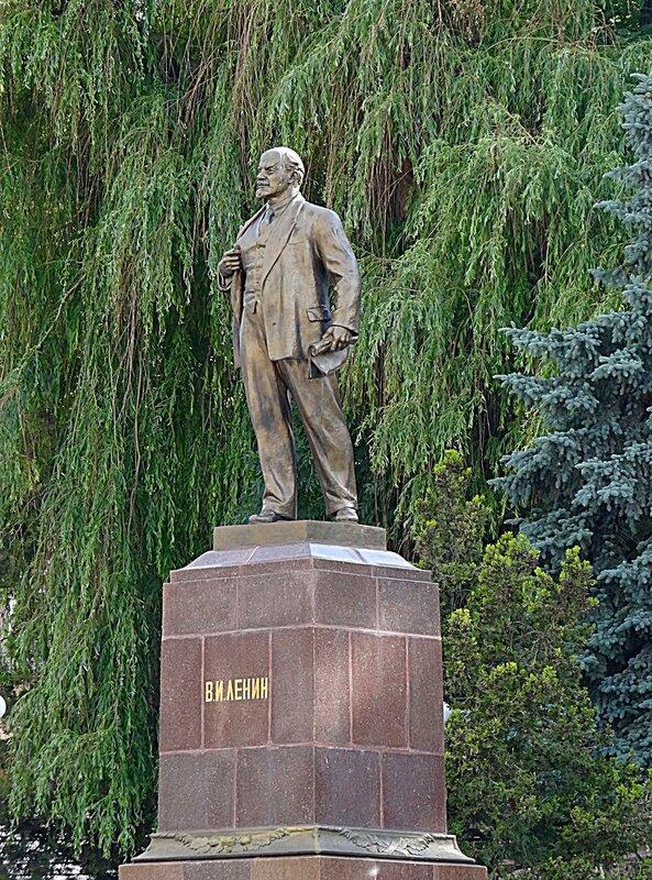 Памятник В.И.Ленину в Кисловодске.