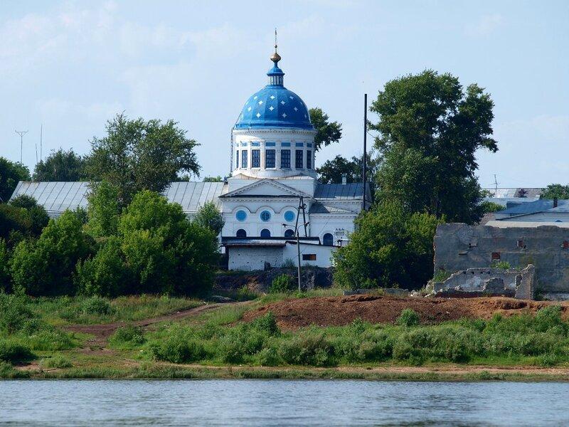 Никольский храм в Котельниче. Вид с реки Вятки