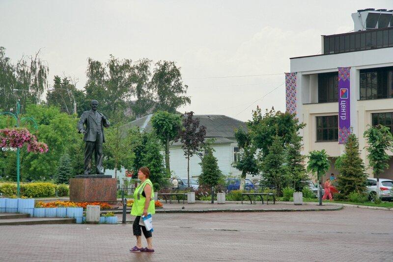 Советская площадь в Дмитрове, Памятник Ленину