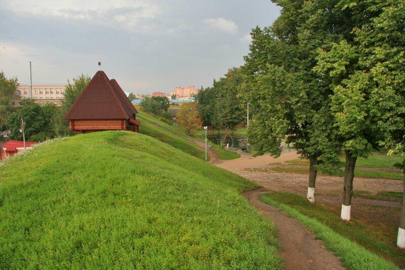 Дмитровский кремль, Крепостной вал и Никольские ворота
