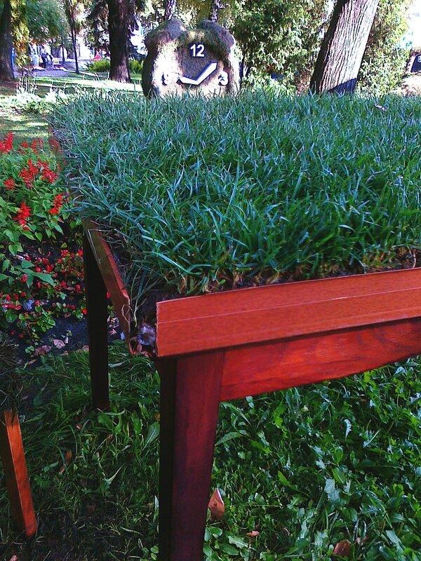 Материал парковых скульптур - трава