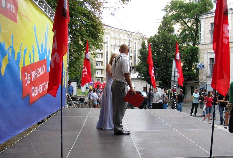 Красный цвет на улицах Киева