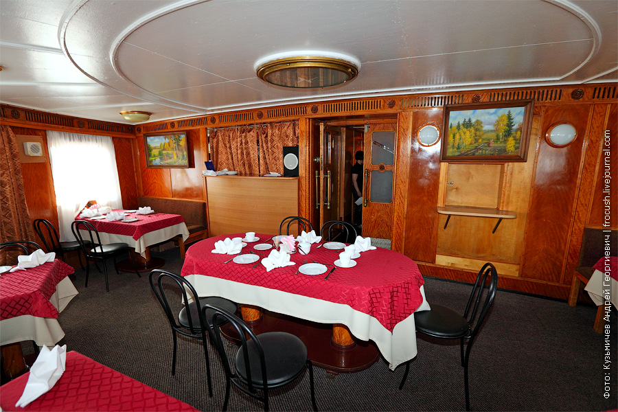 фотография ресторана на главной палубе теплоход Белинский