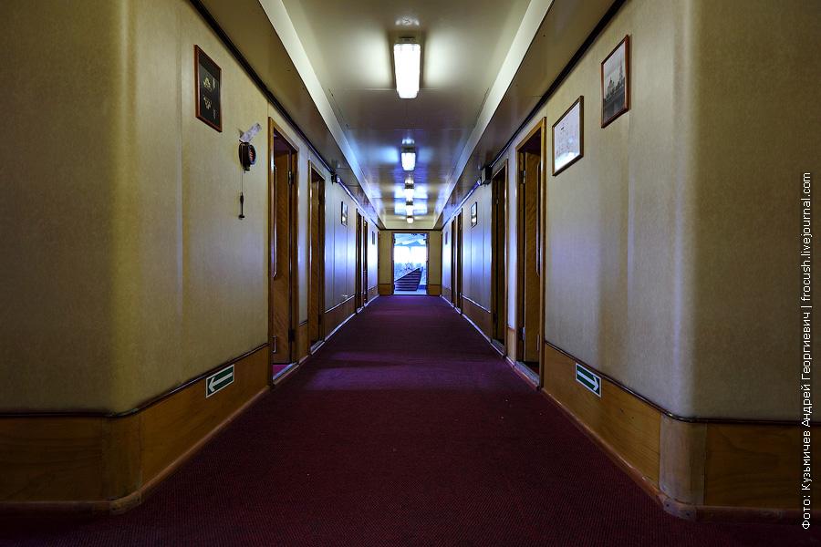 коридор в носовой части главной палубы теплоход Бородино