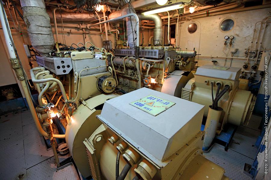 теплоход Бородино вспомогательные двигатели (электростанция)