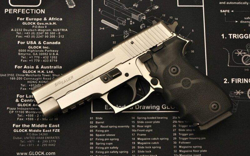 пистолет.  Обои для рабочего стола 1024x600. оружие. схема.  Glock. сборка. sigsauer. глок.