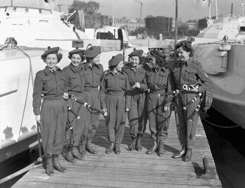 Канадский женский армейский корпус. Canadian Women's Army Corps ( CWAC )