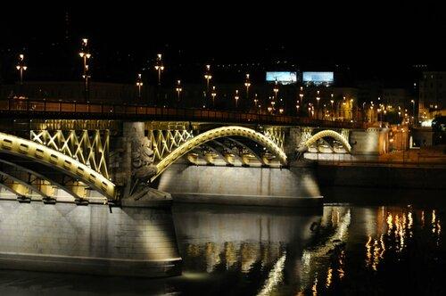 подсвеченный мост