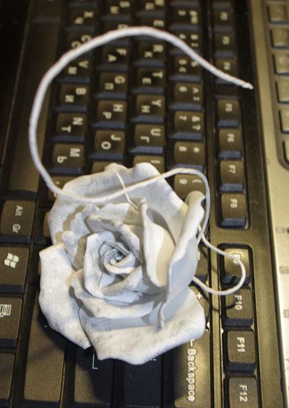 лебедь-роза из фоамирана