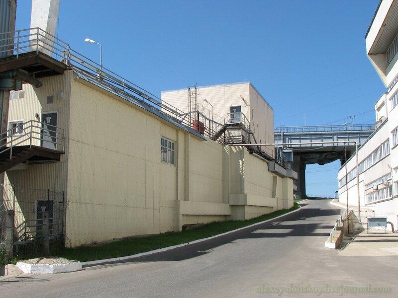 Здесь проходила старая дорога через ГЭС