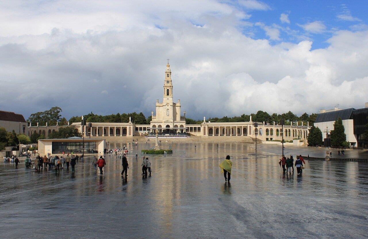 Фатима. Базилика Пресвятой Девы Розария.  Fatima. Basílica de Nossa Senhora do Rosário