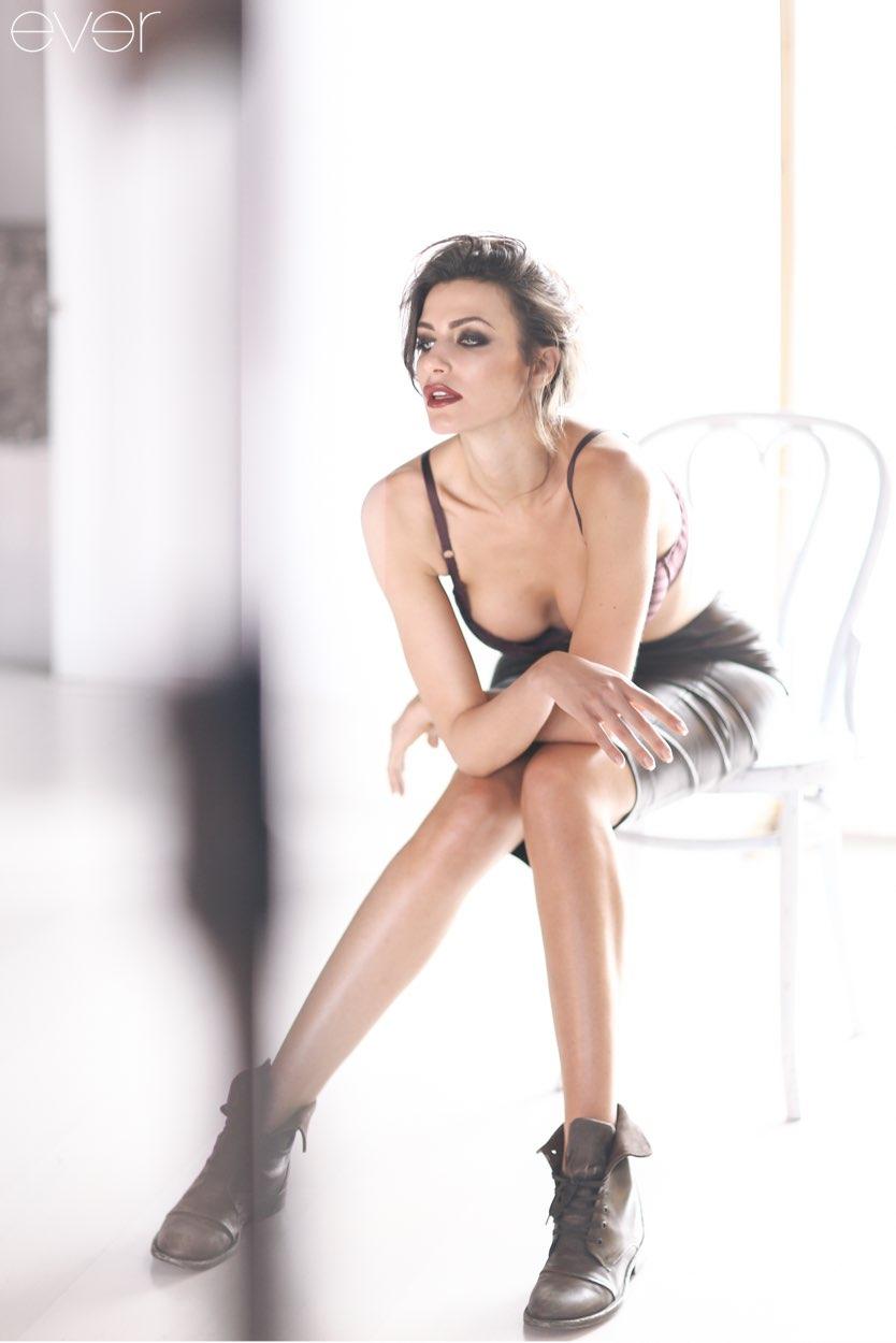 Italyanskaya-model-Ilariya-Kapponi-v-fotosessii-171La-Venus-milanaise187-24-foto