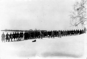 Офицеры и рядовые лейб-гвардии Финляндского полка на лыжах на учении в отряде пограничной стражи.