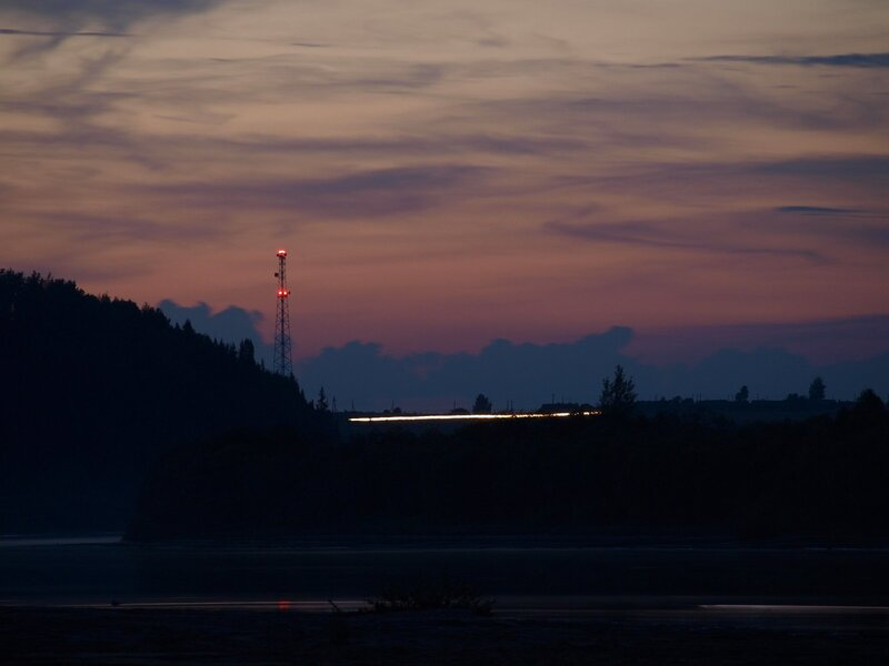 Вид на федеральную трассу Вятка с пляжа на берегу Моломы