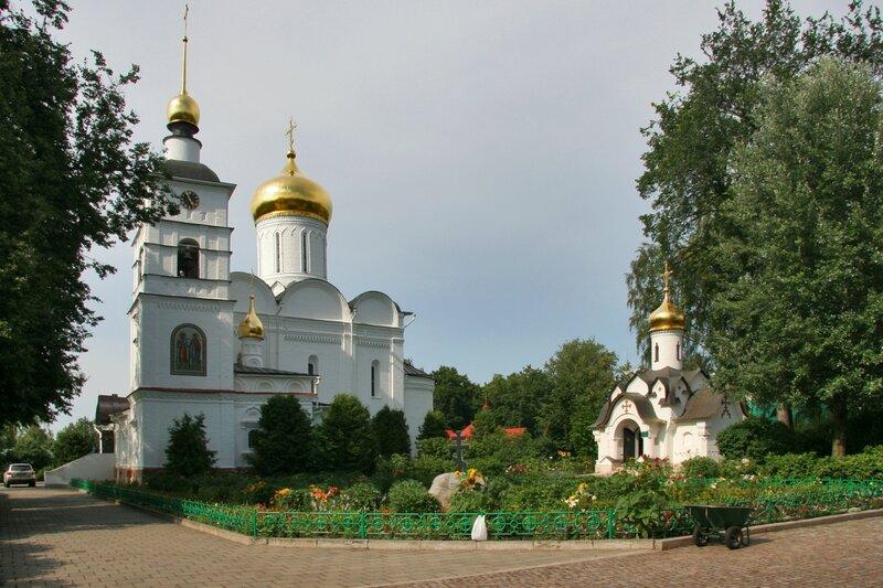 Дмитров, Борисоглебский монастырь, Собор Бориса и Глеба и часовня Сошествия Святого Духа