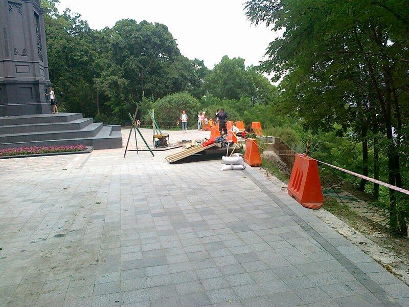 Реставрация площадки под памятником Владимиру