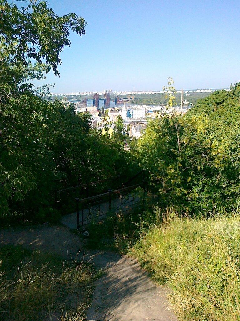 От лестницы по Хоривице расходятся тропы