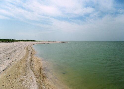 Песчаный берег августа