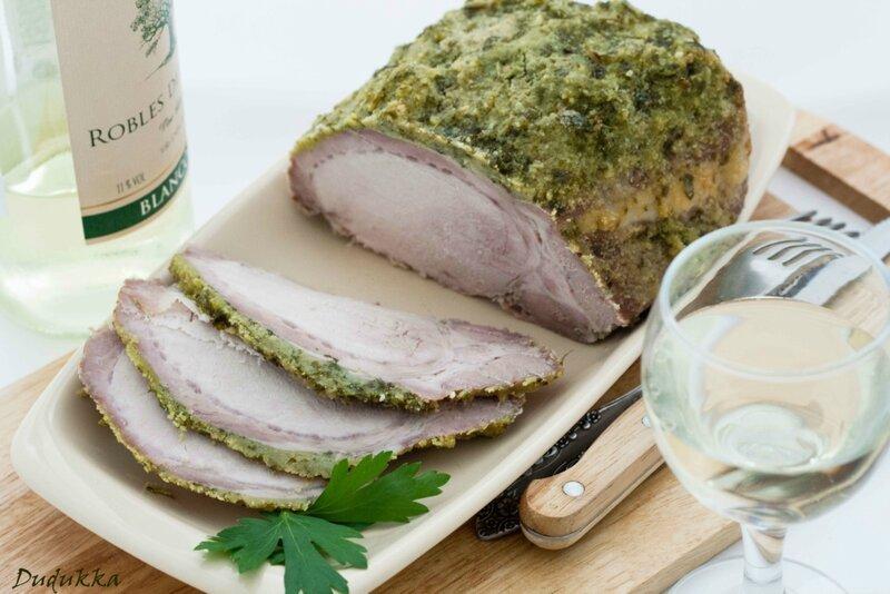 Свинина запеченная с зеленой корочкой в белом вине