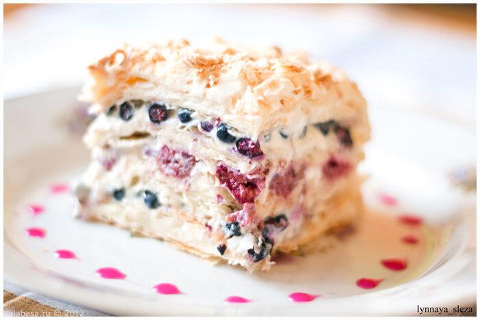 Слоеный торт со свежими ягодами фото рецепт