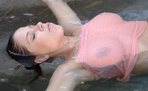 Порно фото девушек в мокрой одежде