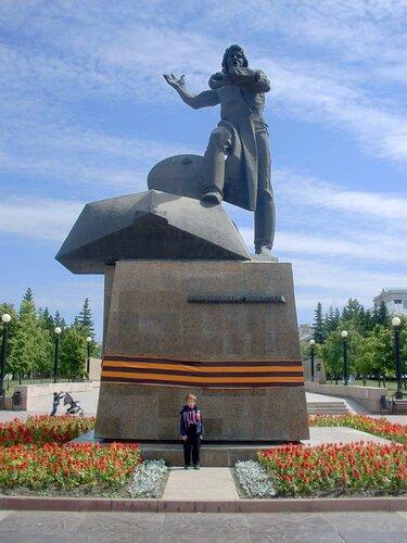 Памятник добровольцам-танкистам
