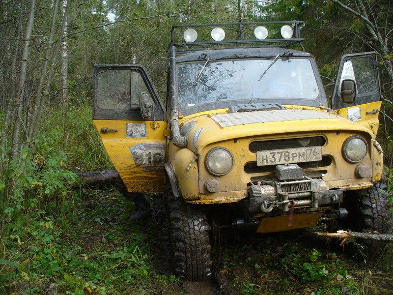 Продам б/у передний бампер с площадкой лебёдки для УАЗ-Хантер, 469