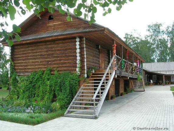 Хозяйственная постройка во внутреннем дворе музея-усадьбы П.И.Чайковского в Воткинске