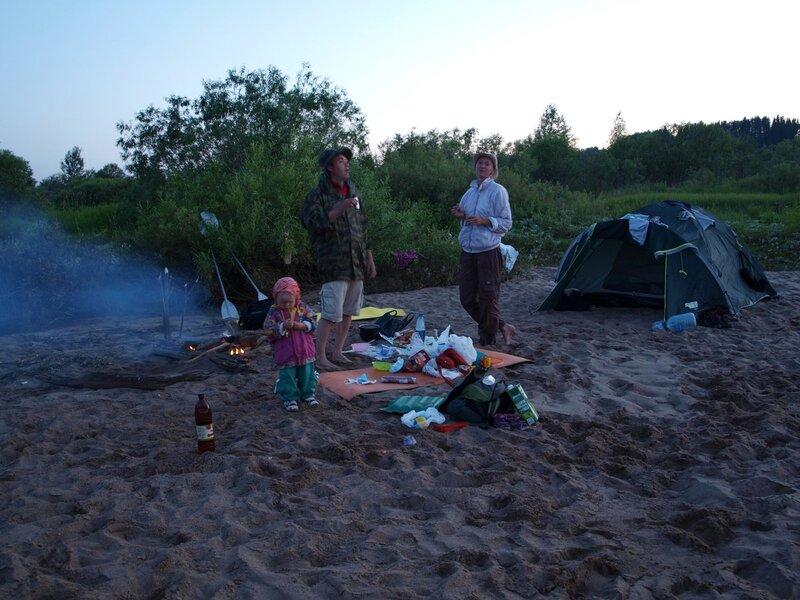 Ночевка на пляже на Моломе: ночь, костер, палатка, еда