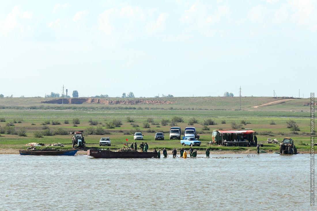 рыбаки на реке Бахтемир