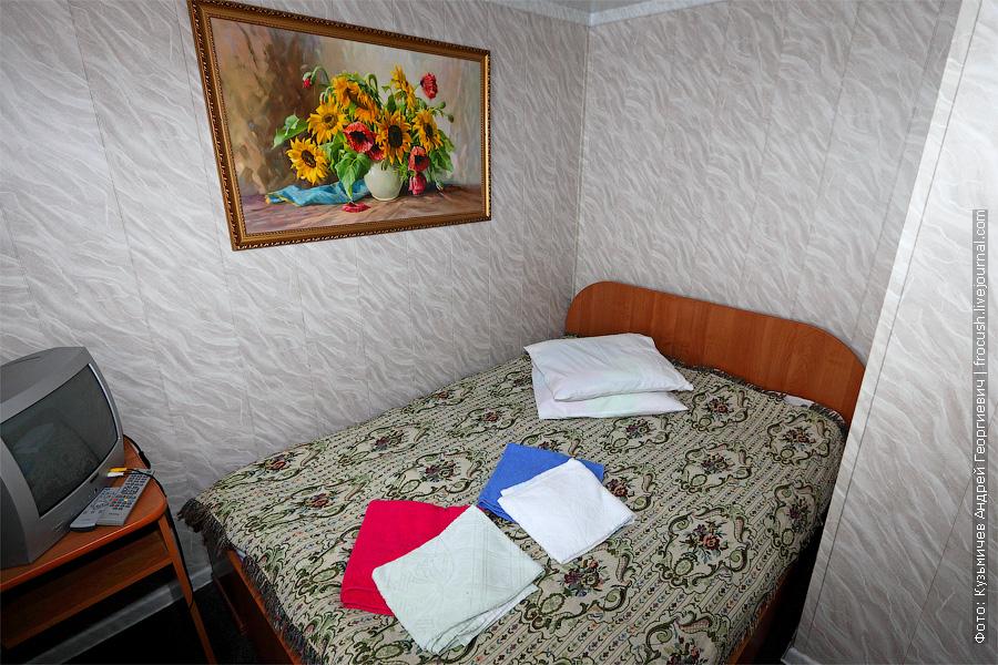 двухсекционная каюта №4 на средней палубе. теплоход Белинский фото