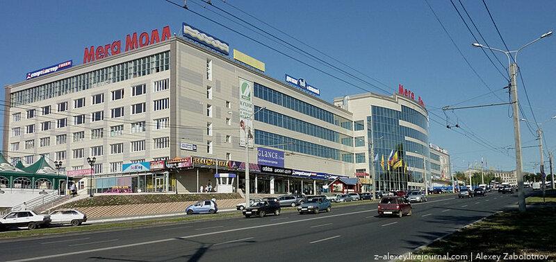 Чебоксары. Здание хлопчатобумажного комбината – ныне ТЦ МегаМолл, 2010 год:
