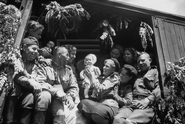 Наталья Боде. Домой! Берлин, май, 1945.jpg