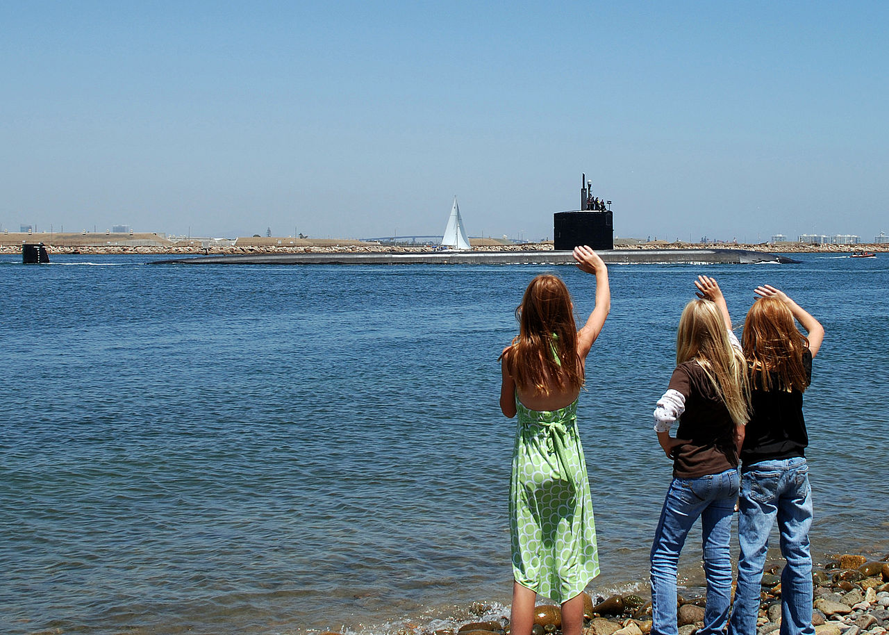1280px-US_Navy_090623-N-1126G-001_Family_members_wave_good-bye_as_the_attack_submarine_USS_Topeka_(SSN_754)_departs_San_Diego_harbor_for_a_scheduled_deployment_to_the_western_Pacific_Ocean.jpg