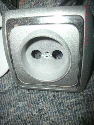 Вторичный вызов электрика аварийной службы в квартиру из-за обрыва скрытой проводки и отключения розеток на кухне