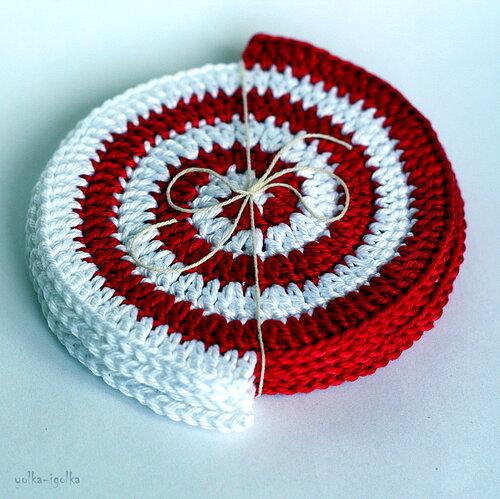 Подставки-спиральки красно-белые