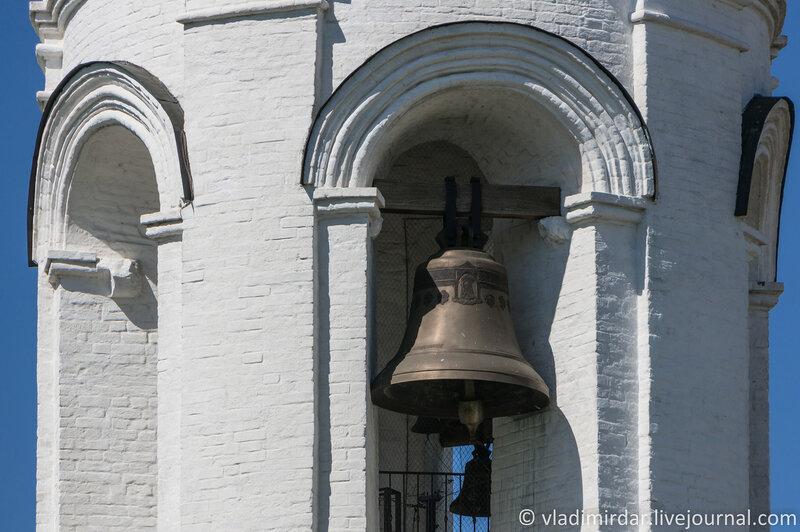 Коломенское. Колокольня церкви Св. Георгия Победоносца. Фокусное 210 мм.