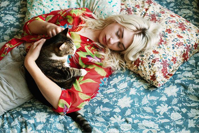 Девушки и их кошки