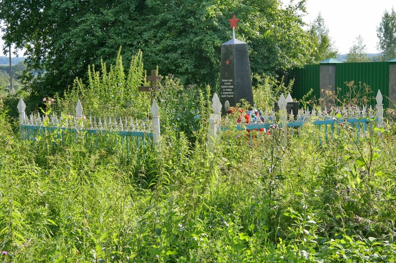 Памятник павшим жителям Батюшково в годы ВОВ