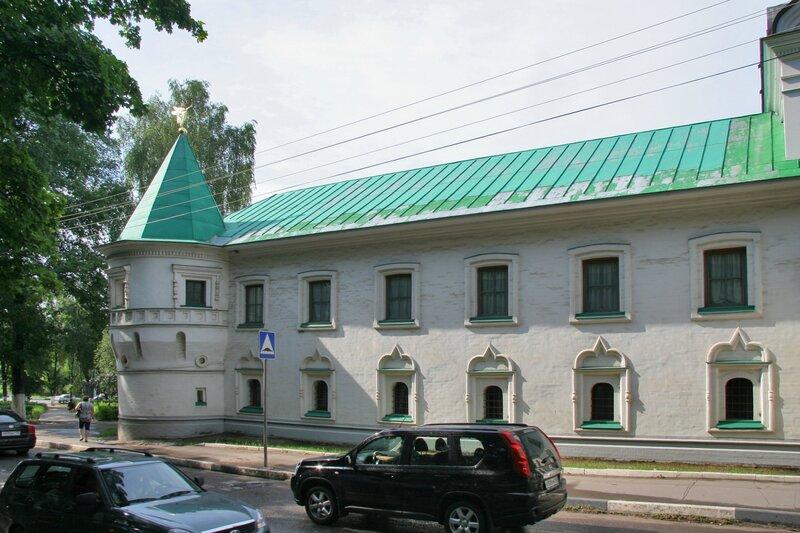 Дмитров, Борисоглебский монастырь, Здание братских келий и трапезной