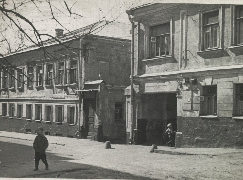 64120 Большой Палашевский переулок. Пацаны нач. 1970-х гг..jpg