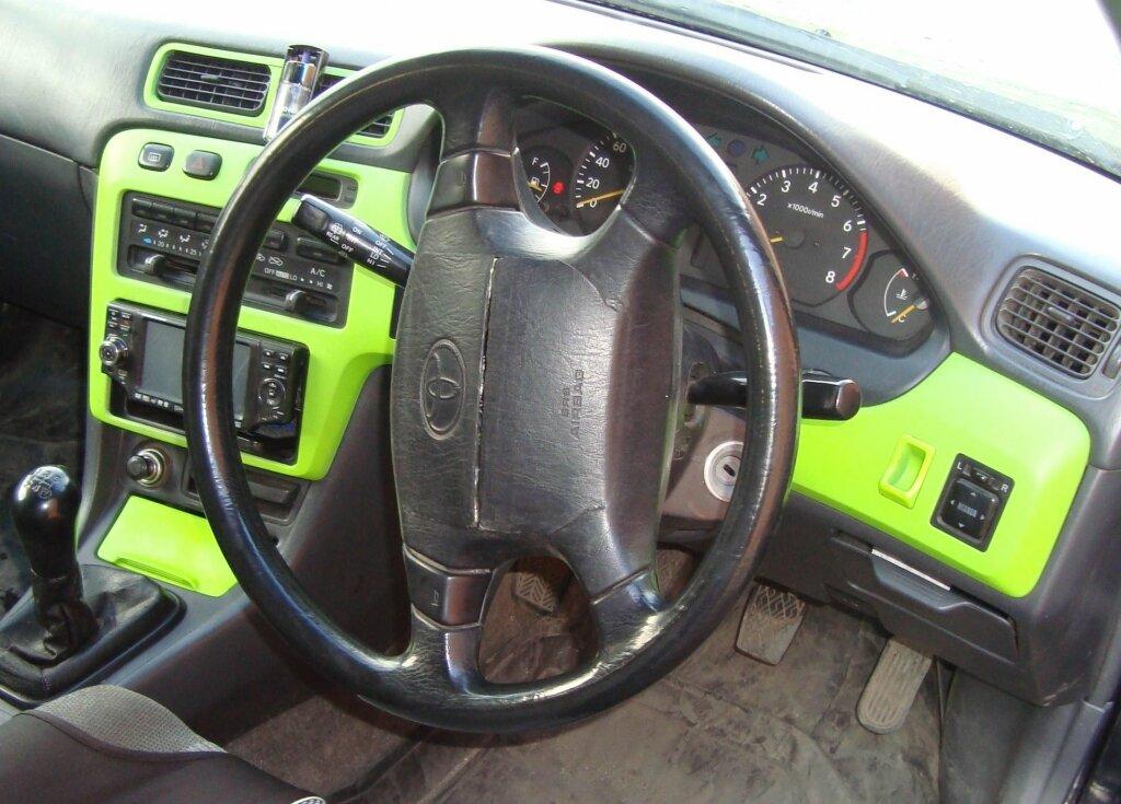руль справа Toyota Corolla