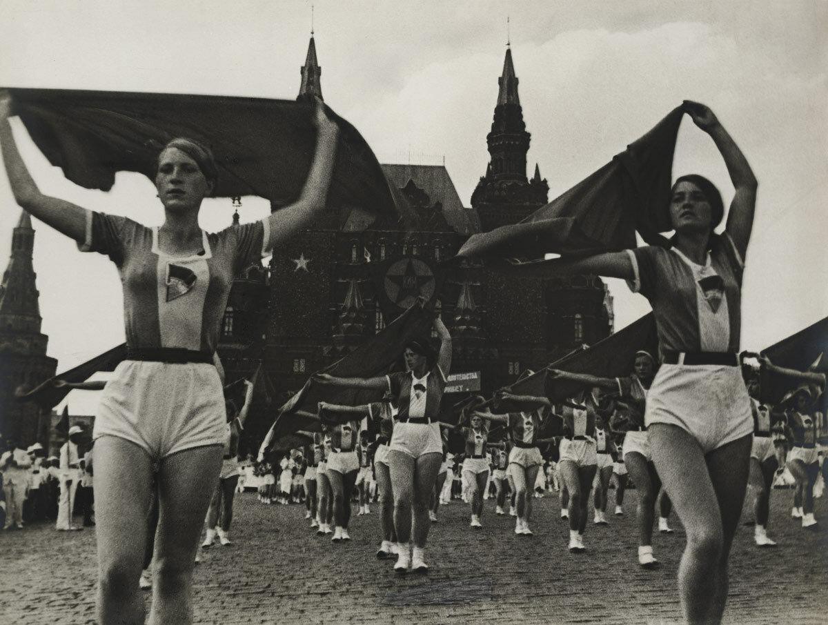 1935. Спортсмены на Красной площади