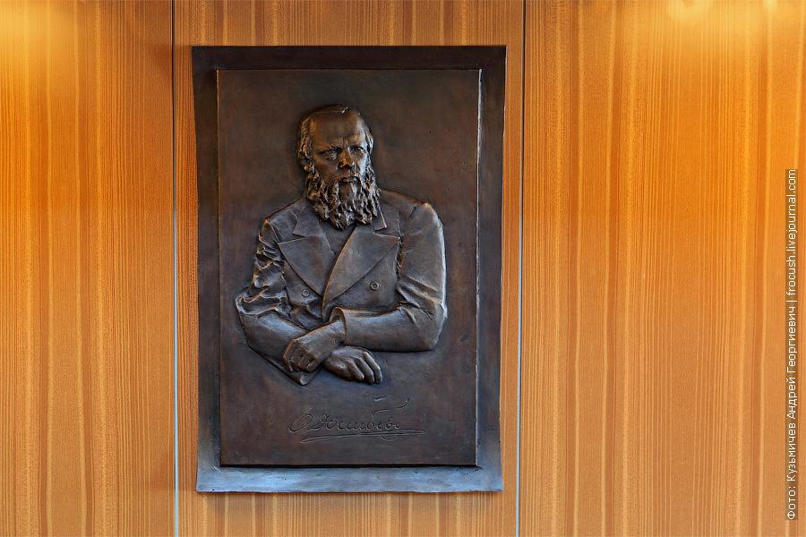 Портрет Федора Михайловича Достоевского. теплоход Федор Достоевский. фотографии