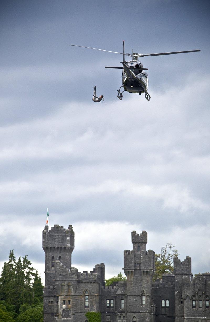 Прыжок в воду с вертолета